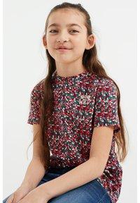 WE Fashion - MEISJES MET OPDRUK, 2-PACK - Print T-shirt - multi-coloured - 1