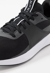 Under Armour - CHARGED AURORA - Sportovní boty - black/white - 5