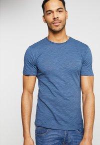 Only & Sons - ONSALBERT LIFE NEW TEE - Basic T-shirt - ensign blue - 0