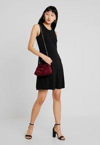 Vero Moda - VMALBERTA DRESS - Jerseykleid - black - 2