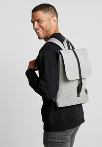 Enter - BACKPACK ENVELOPE FULL SIZE - Tagesrucksack - melange black/black - 1