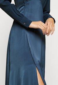 Victoria Victoria Beckham - BUTTON FRONT MIDI DRESS - Abito a camicia - blue slate - 3