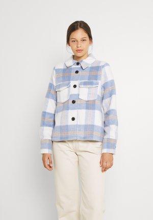 VMPERNILLEALLY  SHORT CHECK JACKET - Summer jacket - birch