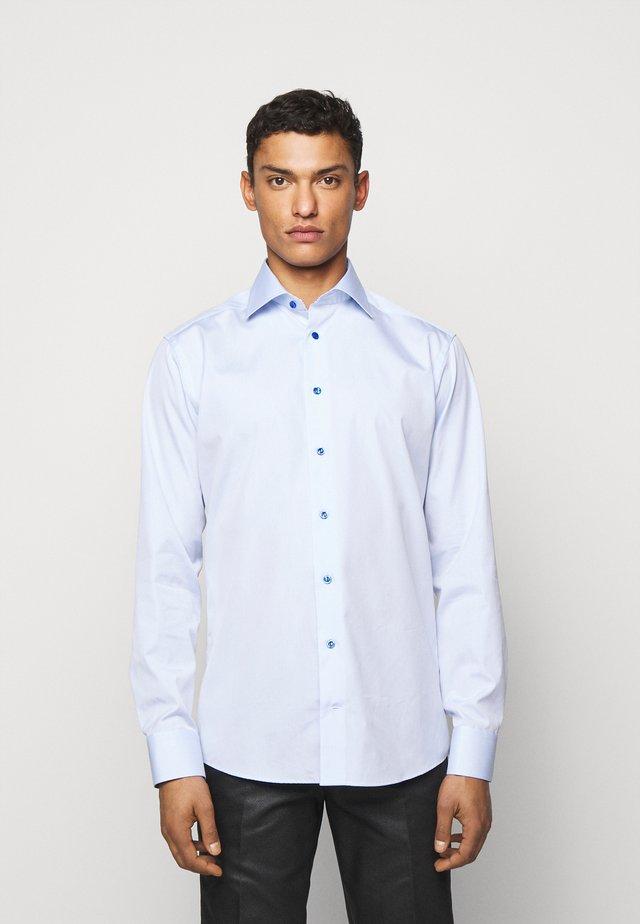 SLIM ETON DETAILS - Zakelijk overhemd - blue poplin