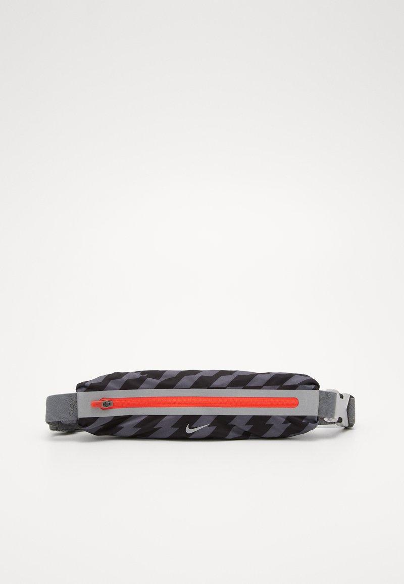 Nike Performance - SLIM WAISTPACK 2.0 UNISEX - Bum bag - black/smoke grey/silver
