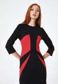 Madam-T - Shift dress - schwarz rot - 4