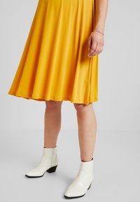 Glamorous Bloom - MINI PLAIN DRESS - Robe en jersey - mango - 4
