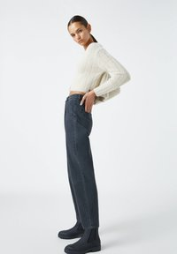 PULL&BEAR - SLOUCHY - Relaxed fit jeans - black - 3