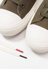 Les Deux - PRO-KEDS ROYAL - Baskets basses - dark green/offwhite - 5