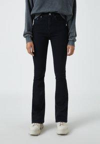 PULL&BEAR - Jean bootcut - mottled black - 0