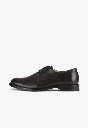 ALIAS CLASSIC DERBY SHOE - Elegantní šněrovací boty - brown