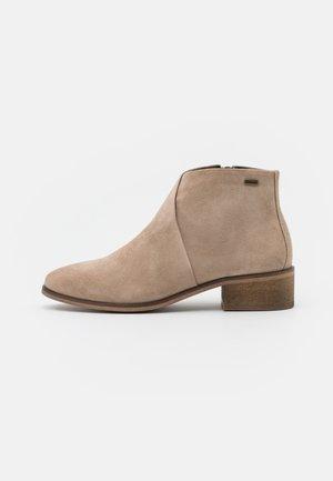BARBOUR CARYN - Kotníková obuv - sand