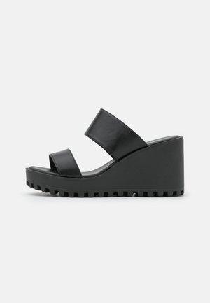 CONNIE - Pantofle na podpatku - black