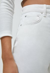 PULL&BEAR - CULOTTE - Flared Jeans - white - 4