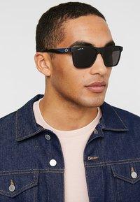 Lacoste - Sluneční brýle - black matte - 1