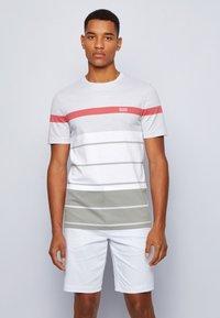 BOSS ATHLEISURE - Print T-shirt - grey - 0