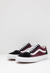 Vans - OLD SKOOL UNISEX - Tenisky - black/port royale - 2