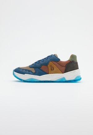 VILLADS - Sneakers basse - stellar