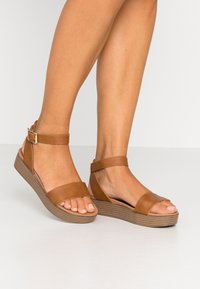 New Look - GENIUS - Sandalias con plataforma - tan - 0