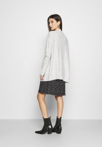 ONLY - ONLSIMONE CARDIGAN - Cardigan - light grey melange - 2