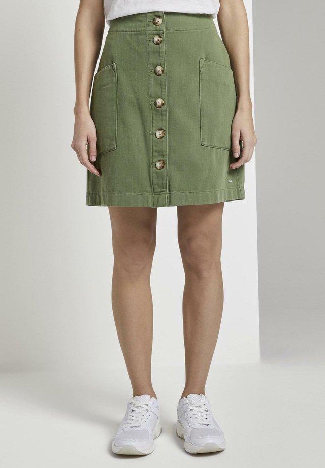 TOM TAILOR DENIM RÖCKE UTILITY MINIROCK MIT KNOPFLEISTE - Denim skirt - olive green