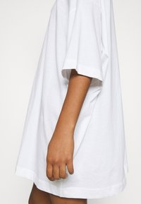 Weekday - HUGE - Basic T-shirt - white - 5