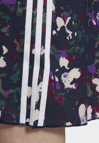 adidas Originals - BELLISTA SPORTS INSPIRED LOOSE DRESS - Sukienka z dżerseju - multicolor - 8