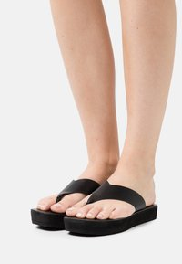 Rubi Shoes by Cotton On - LIVIE FLATFORM THONG - T-bar sandals - black - 0