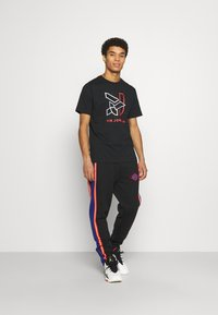 Jordan - PANT - Pantaloni sportivi - black/deep royal blue/track red - 1