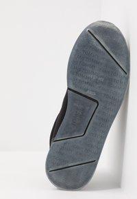 Tommy Jeans - FLEXI RUNNER - Sneakersy niskie - black - 4
