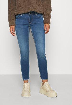 VMLYDIA - Skinny džíny - medium blue denim