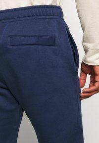 Nike Sportswear - CLUB PANT - Spodnie treningowe - midnight navy - 5