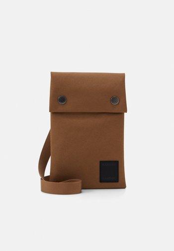 COBETT NECK UNISEX - Across body bag - bronze brown