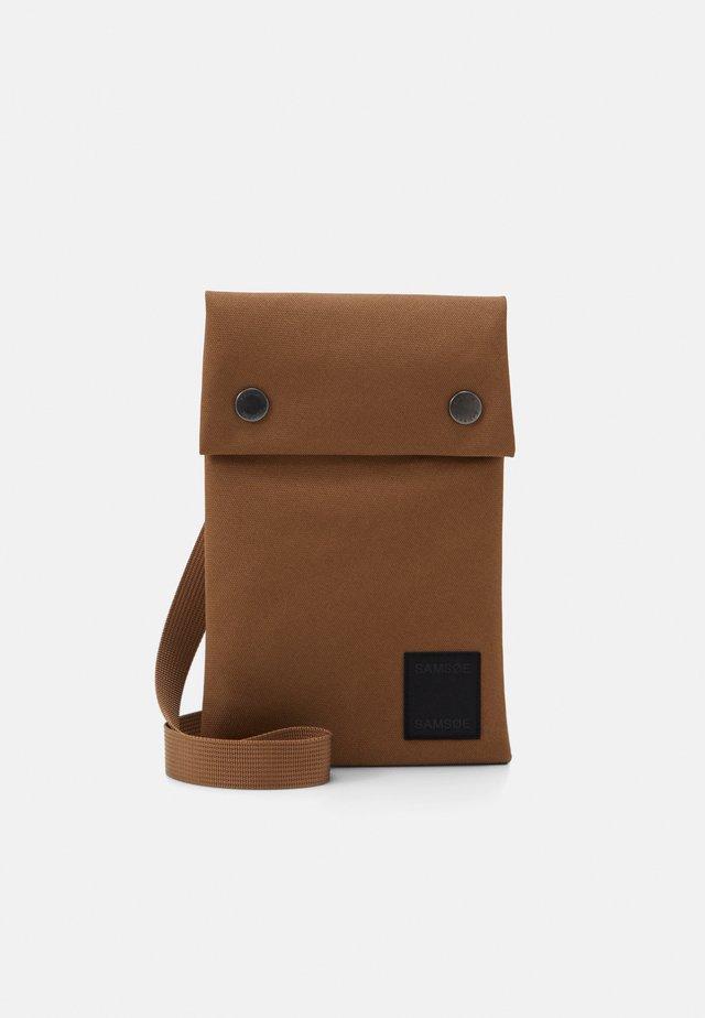 COBETT NECK BAG  - Borsa a tracolla - bronze brown