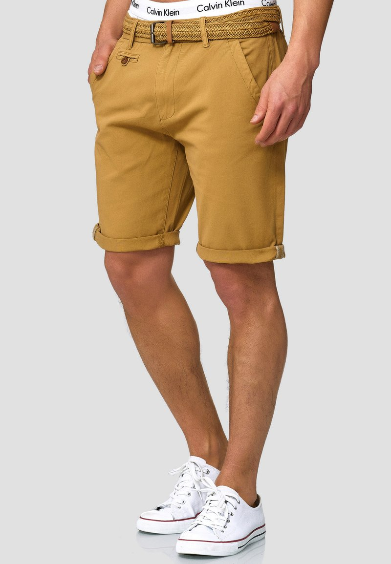 INDICODE JEANS - CASUAL FIT - Shorts - amber