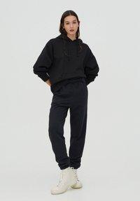 PULL&BEAR - Teplákové kalhoty - mottled dark grey - 1