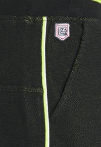 Schott - Shorts - matrix black/green/white - 2