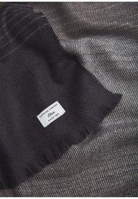 s.Oliver - Scarf - light grey stripes - 3
