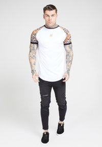 SIKSILK - RAGLAN CURVED - T-shirt print - white - 1