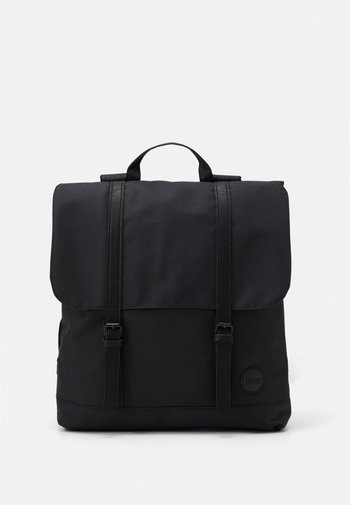 CITY BACKPACK FRONT STRAPS