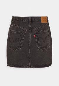 Levi's® - RIBCAGE SKIRT - Spódnica mini - washed noir black - 8