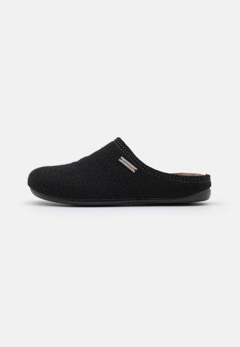 CILLA - Domácí obuv - black