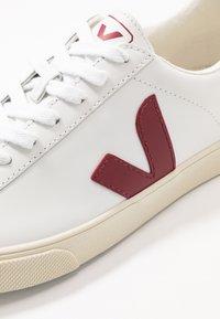Veja - ESPLAR LOGO - Trainers - extra white/marsala - 3