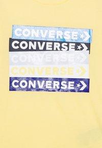 Converse - COLOURBLOCKED LOGO TEE - T-shirt imprimé - topaz gold - 2
