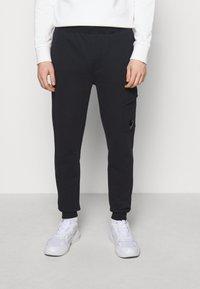 C.P. Company - PANT - Pantalon de survêtement - total eclipse - 0