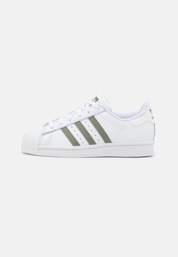 SUPERSTAR UNISEX - Sneakers - footwear white/legacy green/offwhite