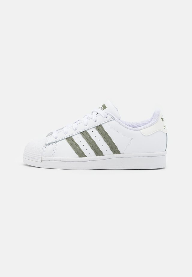 SUPERSTAR UNISEX - Sneakers - footwear white/legacy green/offwhite
