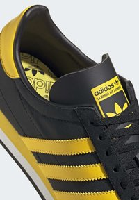 adidas Originals - COUNTRY OG SHOES - Trainers - black - 7