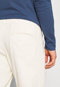 Redefined Rebel - JAZZ PANTS - Spodnie materiałowe - pristine - 4