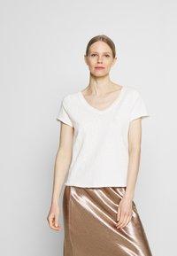 Marc O'Polo DENIM - SHORT SLEEVE V NECK - Basic T-shirt - scandinavian white - 0